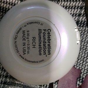 It cosmetics foundation powder